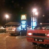 Photo taken at McDonald's / McCafé by Nabila Z. on 8/19/2012