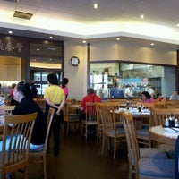 Photo taken at Ding Tai Fung Shanghai Dim Sum 鼎泰豐 by Xander C. on 9/24/2011