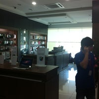 Photo taken at Switch (Apple Premium Reseller) by Kenny C. on 5/22/2012