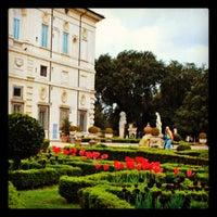 รูปภาพถ่ายที่ Villa Borghese โดย Christian Evren L. เมื่อ 4/22/2012