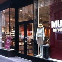 Foto diambil di MUJI oleh Charley L. pada 6/22/2012