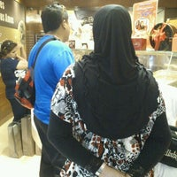 Photo taken at Famous Amos by fyfee (*¯︶¯*) on 1/29/2012