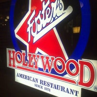 Foto scattata a Foster's Hollywood da David J. il 8/16/2012