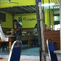 Photo taken at D'Lengkuas Restoran Selera Kampung by Ahmad on 2/20/2012