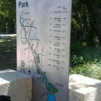 Foto tirada no(a) White Rock Lake Bike & Hiking Trail por James J. P. em 5/17/2012