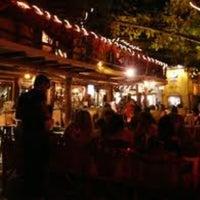 Foto tomada en Fah Restaurant Bar por Michelle M. el 5/5/2012