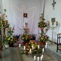 Photo taken at Iglesia Corpus Christi by Kiki A. on 4/6/2012