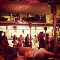 3/6/2012 tarihinde angela l.ziyaretçi tarafından Ray's & Stark Bar'de çekilen fotoğraf