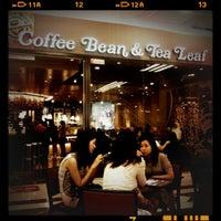 Foto tomada en The Coffee Bean & Tea Leaf por n.Nɐzɹʎ♕m.Nɐʍı™ el 4/14/2012