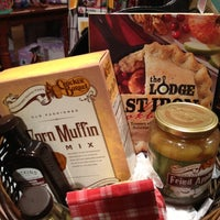 Photo taken at Cracker Barrel Old Country Store by Danny P. on 8/30/2012
