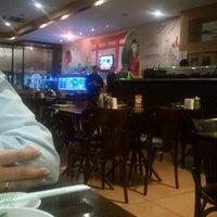 Photo taken at Sushi Temakeria Doo Doo by Fernanda V. on 4/20/2012