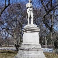 รูปภาพถ่ายที่ Alexander Hamilton Statue โดย HISTORY เมื่อ 7/12/2012