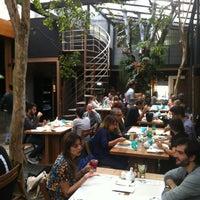 Foto tirada no(a) Feed Food por Danilo A. em 5/5/2012