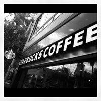 Foto tomada en Starbucks por Andres A. el 6/20/2012
