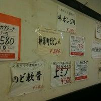 Foto diambil di Jimbocho Shokuniku Center oleh Riotaro O. pada 4/21/2012