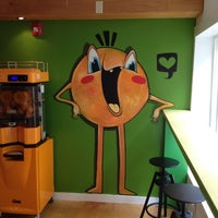 Photo taken at Yellow - A Juice Bar by Barry on 8/19/2012