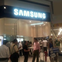 Photo taken at Samsung Galaxy Store by Pepe B. on 3/22/2012