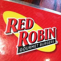 Photo taken at Red Robin Gourmet Burgers by Danny L. on 4/11/2012