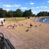 Foto tirada no(a) Kensington Gardens por Sami M. em 8/31/2012