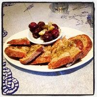 Foto scattata a Stamna Greek Taverna da Victor J. il 9/8/2012