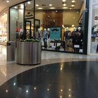 Foto tirada no(a) Balneário Shopping por Muriel P. em 8/1/2012