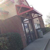 Photo taken at Chick-fil-A Kingston Overlook by 🔥ɖⓐNⓙƲι🔥 . on 3/13/2012