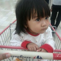 Photo taken at Carrefour by Hendry H. on 5/17/2012