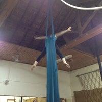 Foto tirada no(a) Porto Das Artes - Circo Dança por Geysi G. em 7/23/2012