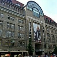 Foto tirada no(a) Kaufhaus des Westens (KaDeWe) por Markus 🦂 em 7/28/2012