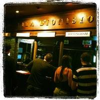 Foto tirada no(a) Bar Vila Dionísio por Angelo F. em 8/17/2012