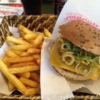 6/7/2012 tarihinde Betul A.ziyaretçi tarafından Egg & Burger'de çekilen fotoğraf