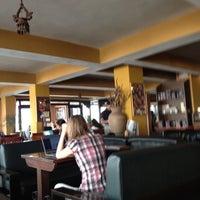 Снимок сделан в Himalayan Java пользователем Simon J. 3/30/2012