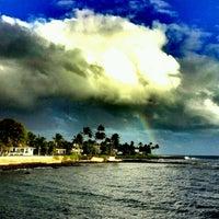 รูปภาพถ่ายที่ Kuhio Shores โดย Spicy เมื่อ 3/20/2012