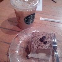 Foto diambil di Starbucks oleh Junne D. pada 9/9/2012