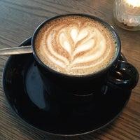 รูปภาพถ่ายที่ Kaffe 1668 โดย Peter C. เมื่อ 5/8/2012