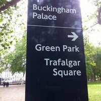 Photo taken at Buckingham Palace Gardens by Francisco Jose A. on 7/7/2012