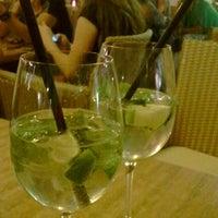 Das Foto wurde bei La Piazza Cafe Bar von Aaron E. am 7/27/2012 aufgenommen