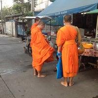 Photo taken at ตลาดโอ๋เอ๋ by Suttisak J. on 4/15/2012
