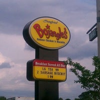 Photo taken at Bojangles' Famous Chicken 'n Biscuits - CLOSED by Linda F. on 3/29/2012