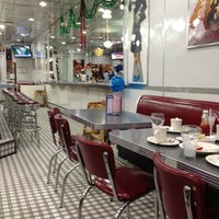 Photo taken at Johnny Rockets by Eduardo B. on 12/29/2011