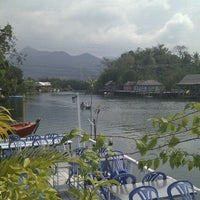 Photo taken at Phu-Talay Seafood Koh Chang by Anjely D. on 1/29/2012