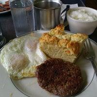Foto tirada no(a) Sam's Morning Glory Diner por Edgar F. em 1/8/2012