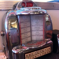 Photo taken at Johnny Rockets by Yovan G. on 6/13/2012