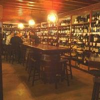 Foto tomada en El Carajo Tapas and Wine por Crit V. el 5/1/2012