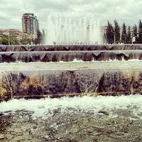 Снимок сделан в Фонтан в честь 40-летия Победы пользователем Ilya L. 9/9/2012