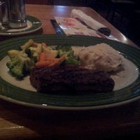Photo taken at Applebee's Neighborhood Grill & Bar by Alex R. on 7/4/2012