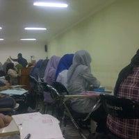 Photo taken at Ruang Kuliah 403 Fakultas Kedokteran UMI by Tuty M. on 10/26/2011