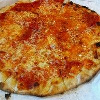 Photo taken at Frank Pepe Pizzeria Napoletana by Lili Z. on 12/17/2011