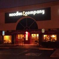 Foto scattata a Noodles & Company da Amber F. il 11/18/2011