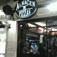 Photo taken at Almacén de Pizzas by Laura S. on 10/22/2011